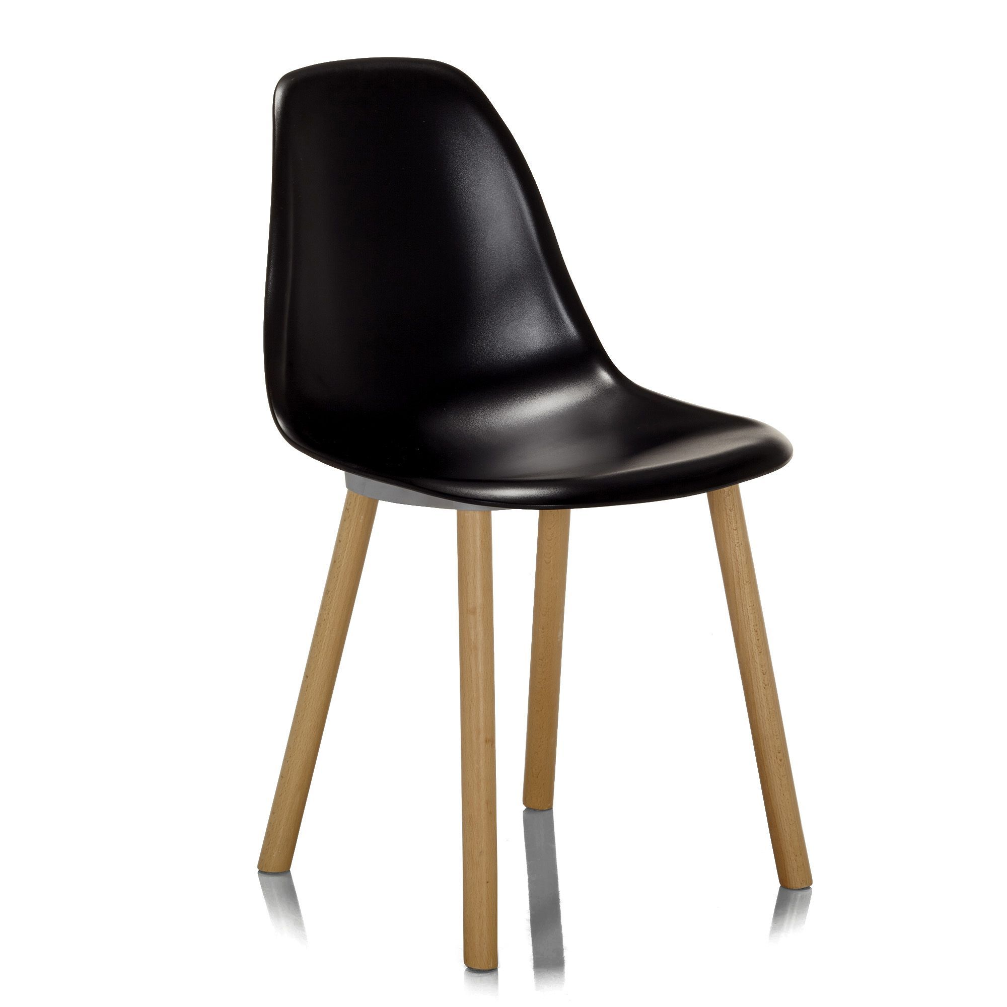 Chaise noire avec pi tement en bois design scandinave noir for Chaise noir salon