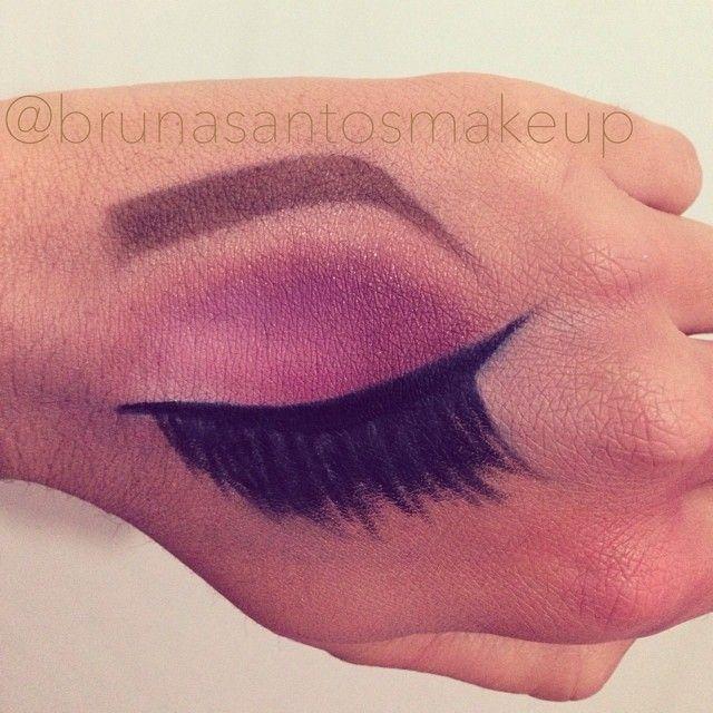 Meu primeiro croqui de mão, inspirado na @deisyperozzo_makeup e utilizando a paleta T19 da Make Up Atelier Paris.