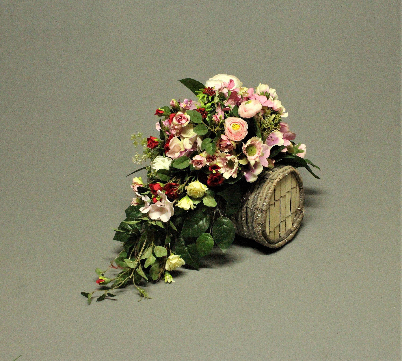 Dekoracja Nagrobna Kwiaty Sztuczne Dekoracja Na Pomnik Stroik Na Grob Dekoracje Cmentar Funeral Flower Arrangements Flower Arrangements Funeral Flowers