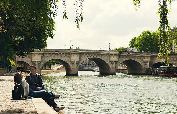 Aahhhh.....strolling along the Seine........Pont Neuf, Paris' oldest bridge,in the background.