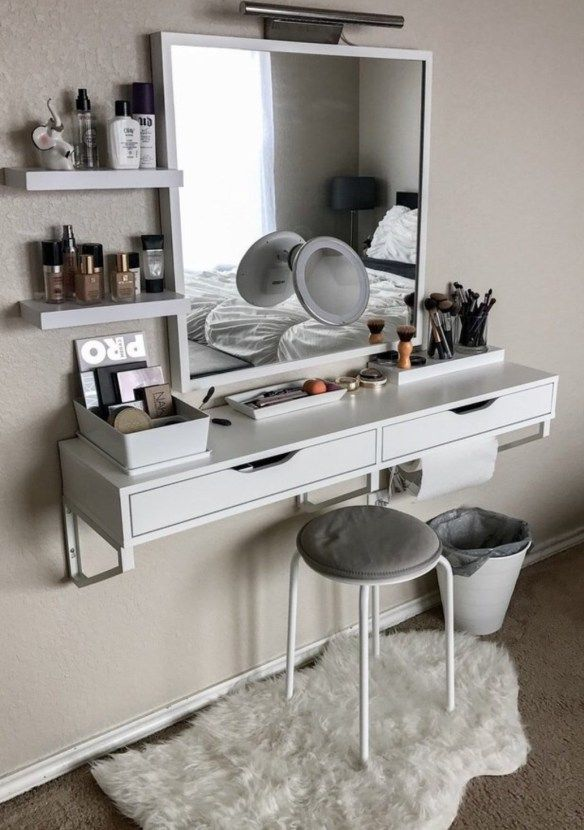 Makeup vanity for small space -