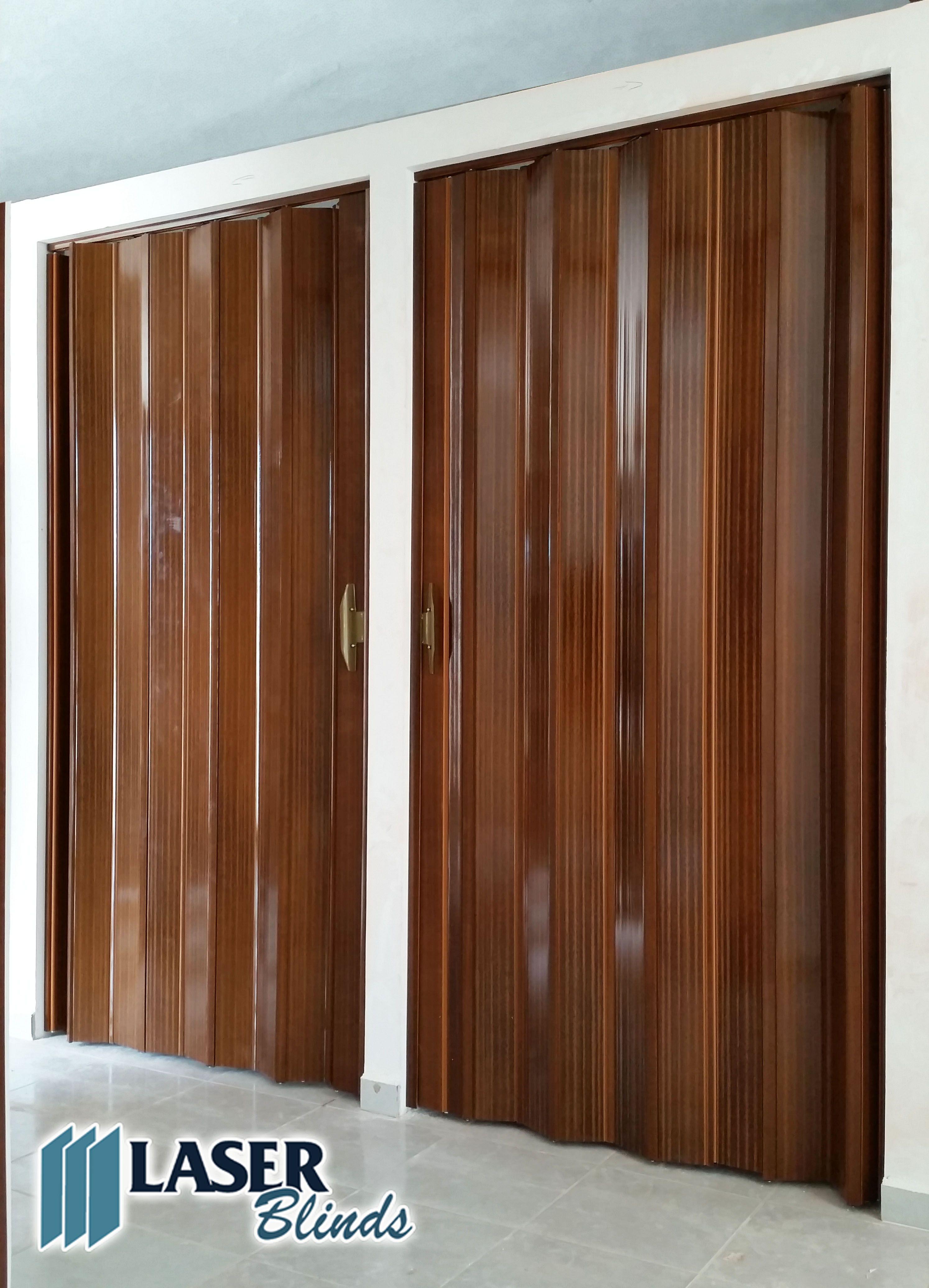Puertas Plegables de PVC color Caoba www.facebook.com/persianasmx ...