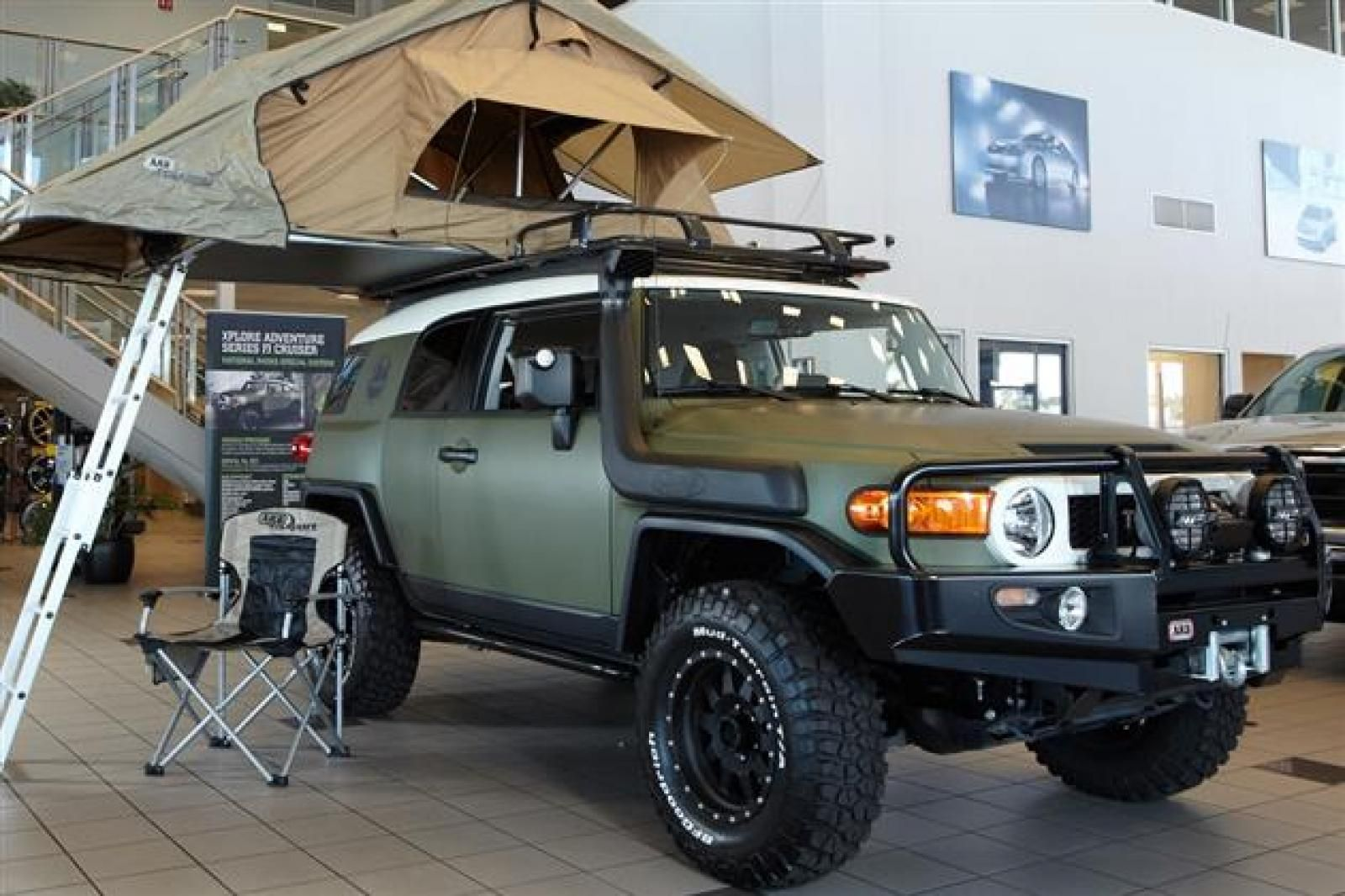 Toyota FJ Cruiser with The ARB Simpson III Roof Tent. http