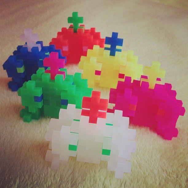 « PLUSPLUS MONSTERS! #pixel #plusplus » Fundet på Instagram... https://instagram.com/p/UAosD8TRSB/ Køb Plus Plus brikkerne på Nikostine.dk