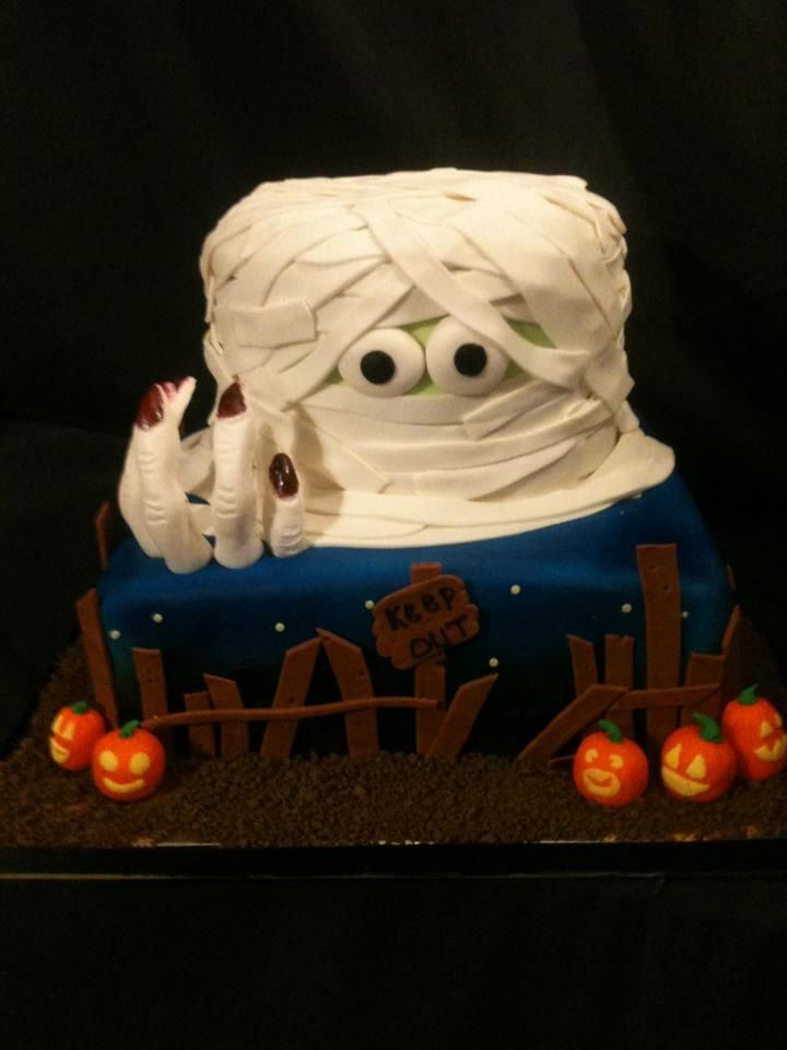 Halloween Cake with pumpkins, graveyard and mummy head by Exclusive