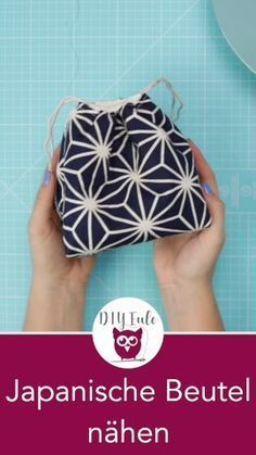 Nähanleitung für japanische Kinchaku Beutelchen mit kostenlosem Schnittmuster. Kleine Beutel nähen mit Tunnelzug: perfekt als Handtasche. Geschenkbeutel oder Kosmetiktäschchen. Sehr einfach und schnell zu nähen – perfekt für Anfänger! Nähanleitung von DIY Eule. #sewingbeginner