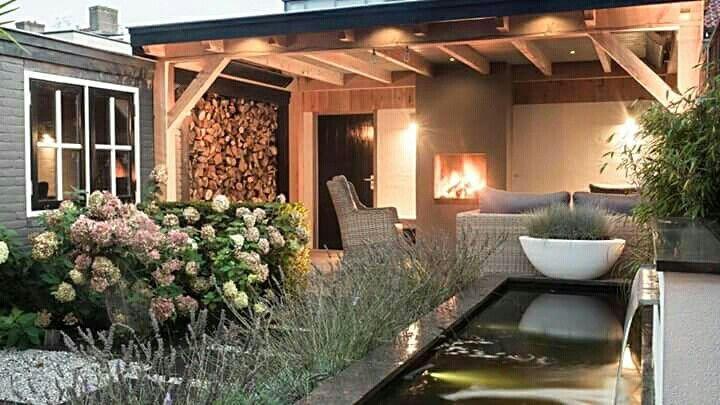 Prachtige veranda tuin zitplek buitenhaard kachel