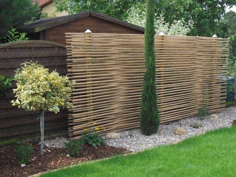 Gartenzaungestaltung 20 Beispiele Fur Selbstgebaute Gartenzaune Zaun Garten Gartengestaltung Sichtschutz Garten