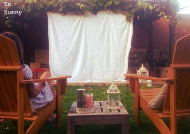 SO SUNNY Great plan for summer night, movie outdoors! Preparar un cine de verano en el jardín!