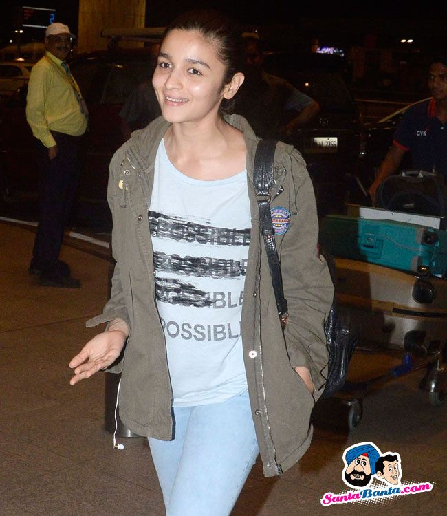 Stars Spotted 2015 -- Alia Bhatt snapped at airport Picture # 311259