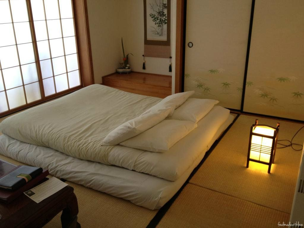 Traditional Japanese Double Futon Bed Japanese Bedroom Japanese Style Bedroom Traditional Japanese House