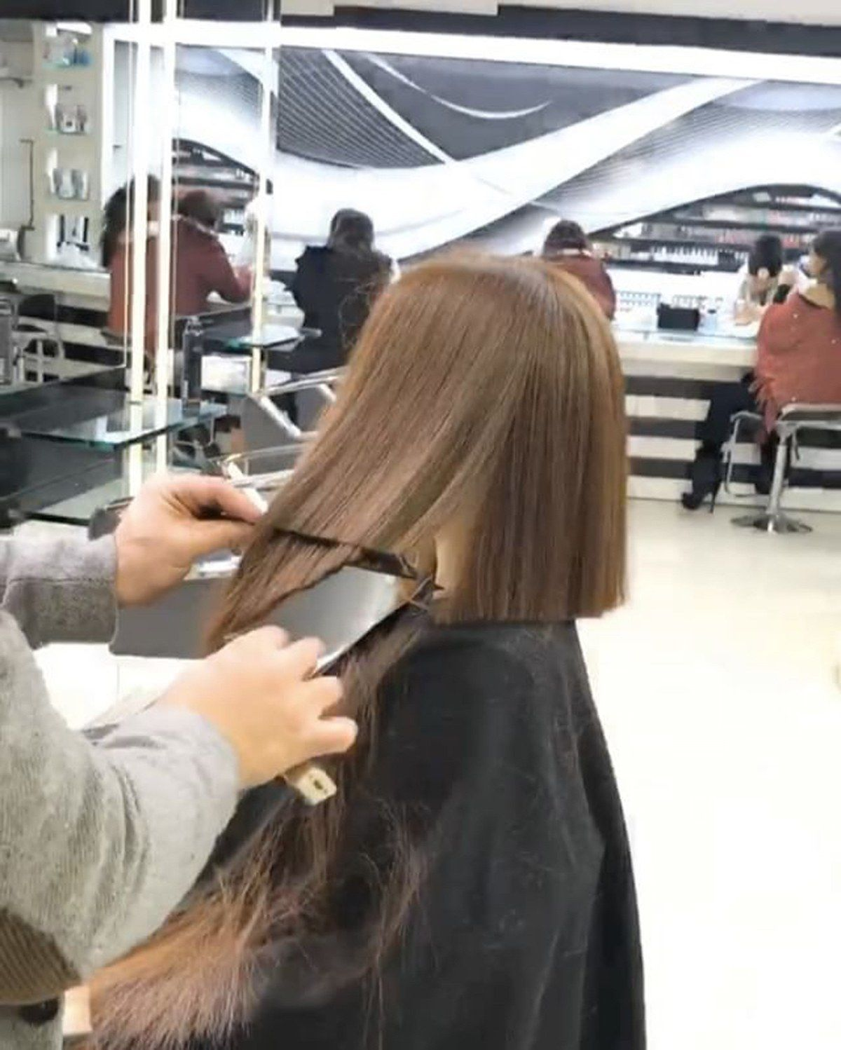 Watch This Stylist Cut a Perfect Bob in Under One