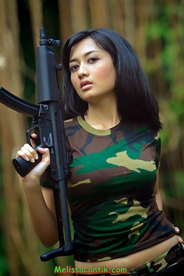 Frau Von Soldat Dominiert