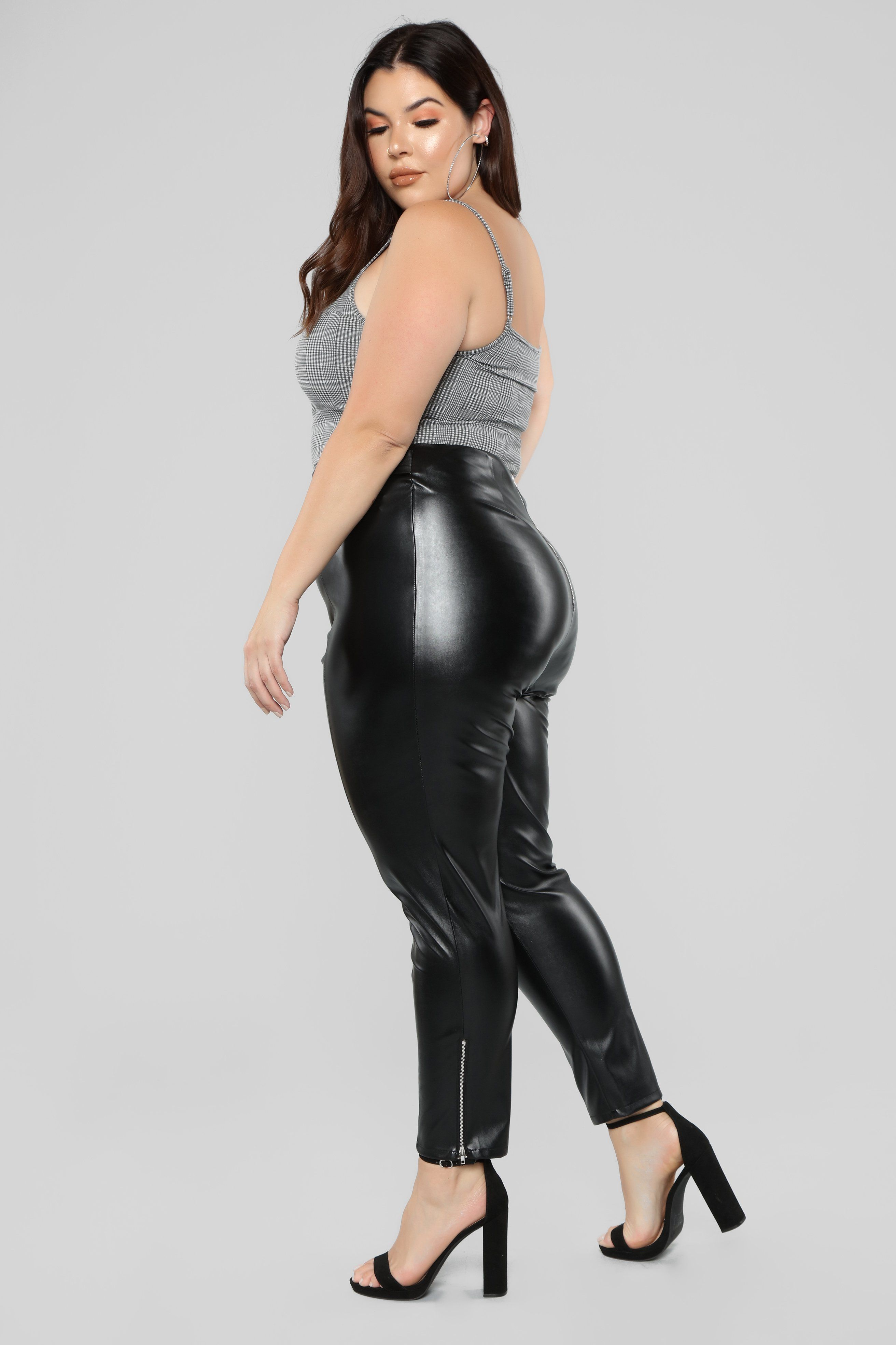 34f8c979 Pin by D 637C# on Curvy Leather, Latex & PVC 4 | Black pants ...