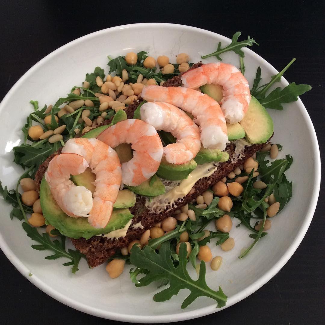 Tartine avocat/crevette #healthyfood #bienmanger #healthylifestyle #equilibre #bienêtre #legumes #salade #sante #nourriture #nourrituresaine #healthy #eathealthy #eatclean #danemark by mary_arteta