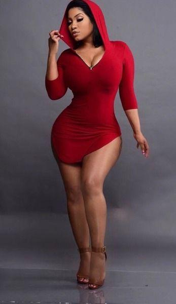 Chicas con vestidos rojos