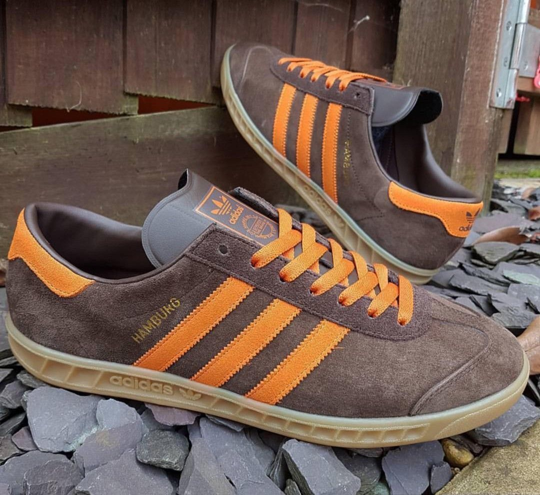 Nice pair of brown/orange Hamburgs - the lace change really lifts ...
