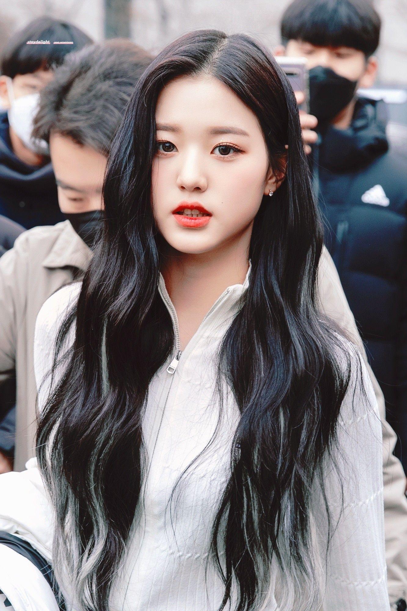 Izone Jang Wonyoung Di 2020 Gaya Rambut Warna Rambut Rambut Lurus