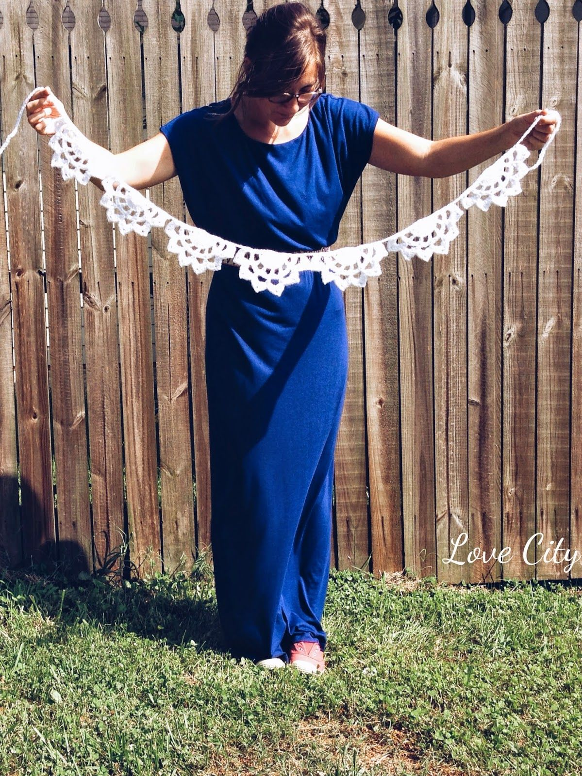 dahlia doily scalloped garland, free crochet pattern by Love City Blog