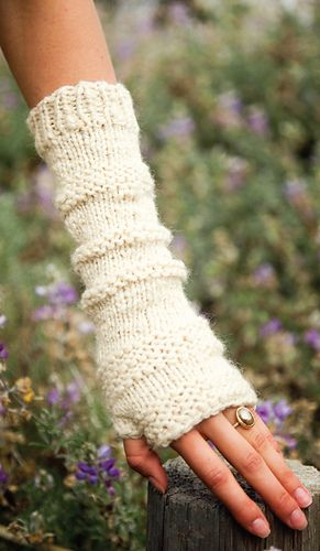 Femme Fingerless Mitts pattern by Ines & Kristen Blackmore #gloves
