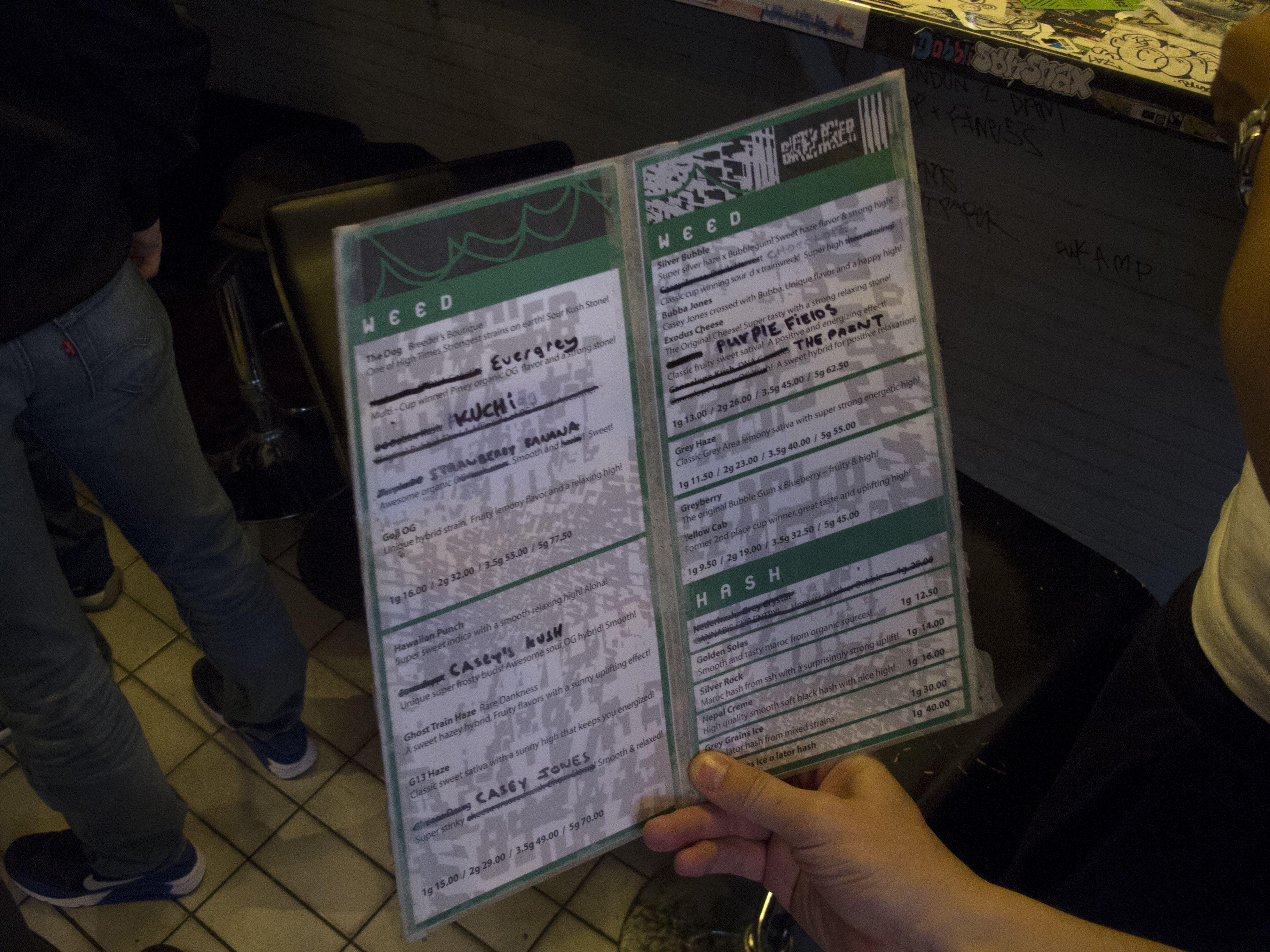 Carte des Weed et Hashish du Coffeeshop Grey Area à Amsterdam   Coffee shop, Amsterdam, Carte