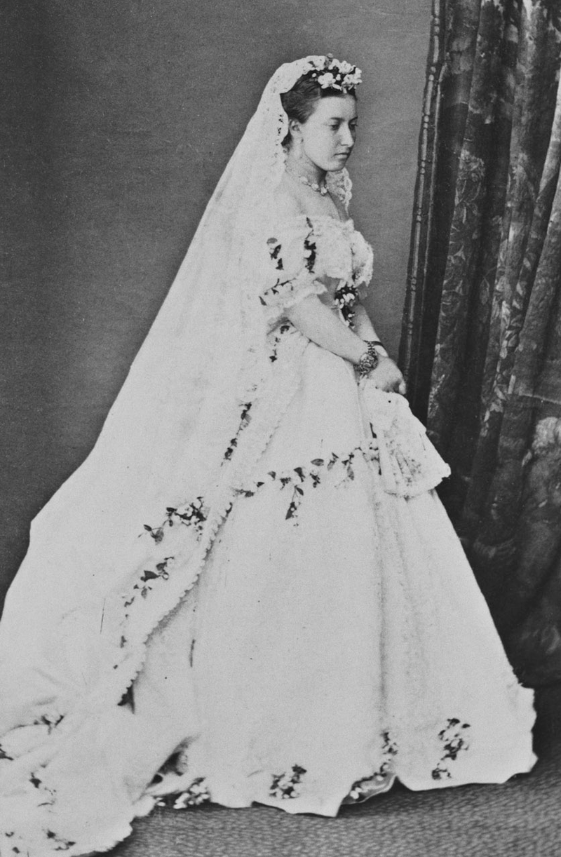 Princess Helena In Her Wedding Dress Category Princess Helena Of The United Kingdom Wikimedia Comm Wedding Dresses Wedding Dress Trends Royal Wedding Dress [ 1222 x 800 Pixel ]