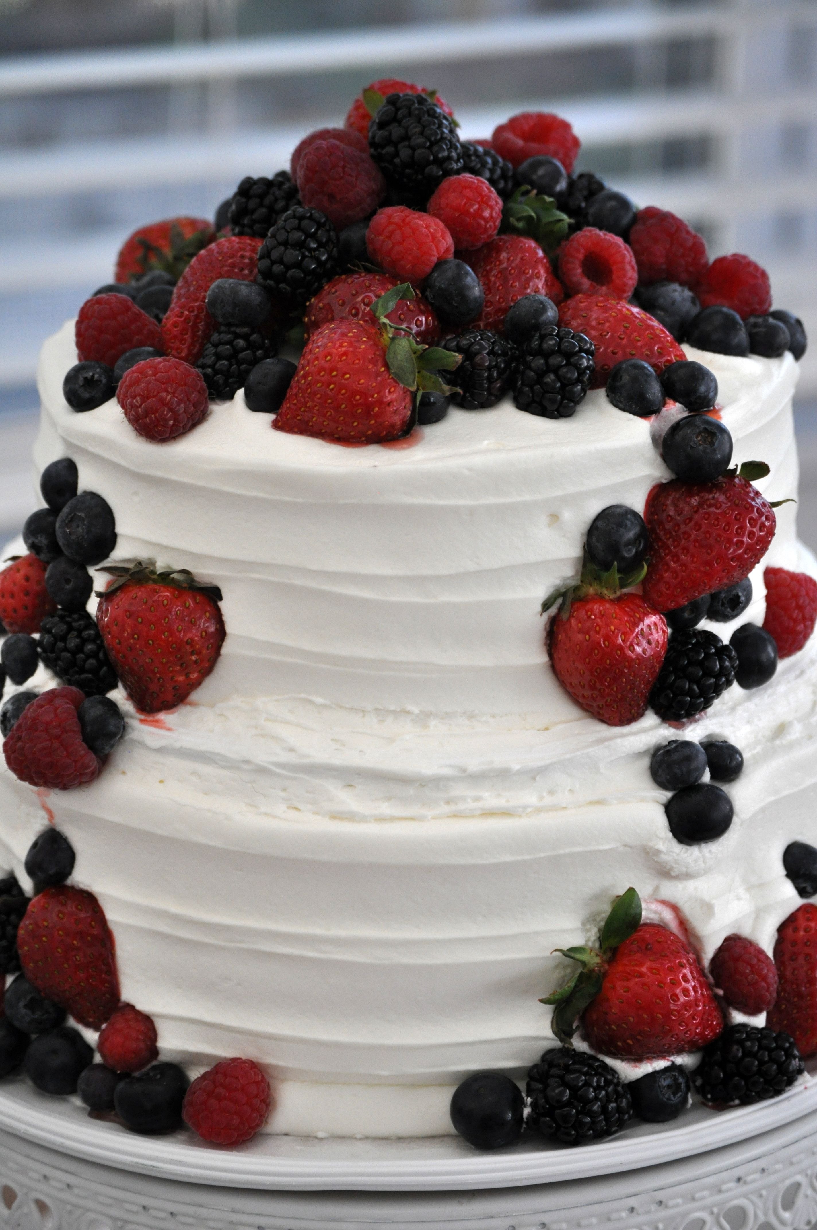 DIY wedding cake that looks beautiful and delicious