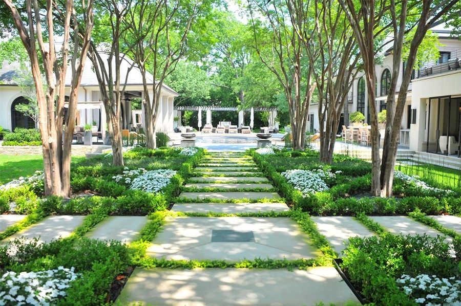 Formal Front Yard Landscaping Ideas Part - 43: Formal Front Yard Hedge Design