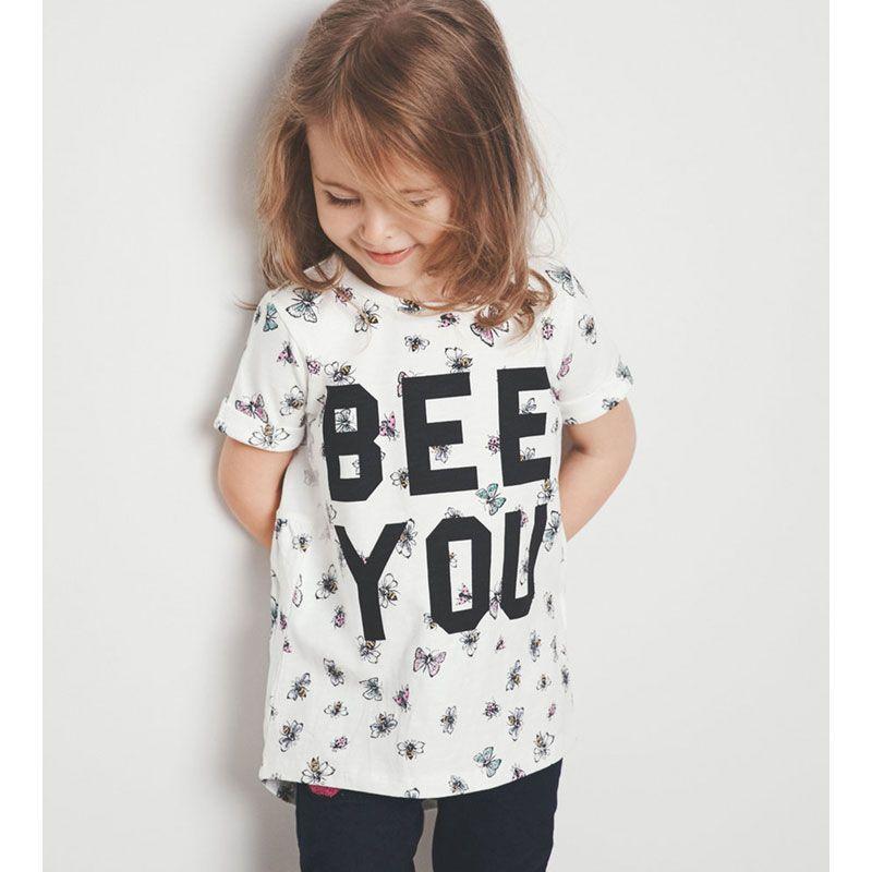 f4273bed272 ... της Name it Το T-shirt Bee you λευκό της Name it είναι το βαμβακερό  μπλουζάκι για το καλοκαίρι με τη μοντέρνα στάμπα. Από τη συλλογή με παιδικά  ρούχα ...