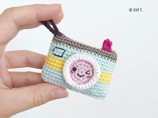 Crochet Amigurumi Keychain Free Pattern : Kawaii camera keychain free crochet amigurumi and kawaii