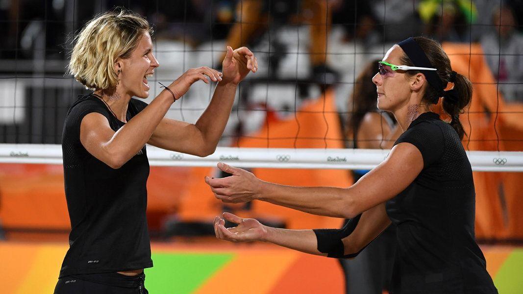 Die Weltranglistenersten Laura Ludwig und Kira Walkenhorst stehen ungeschlagen im Achtelfinale. Auch Karla Borger und Britta Büthe sind nach einem Sieg in der Lucky-Loser-Runde weiter.