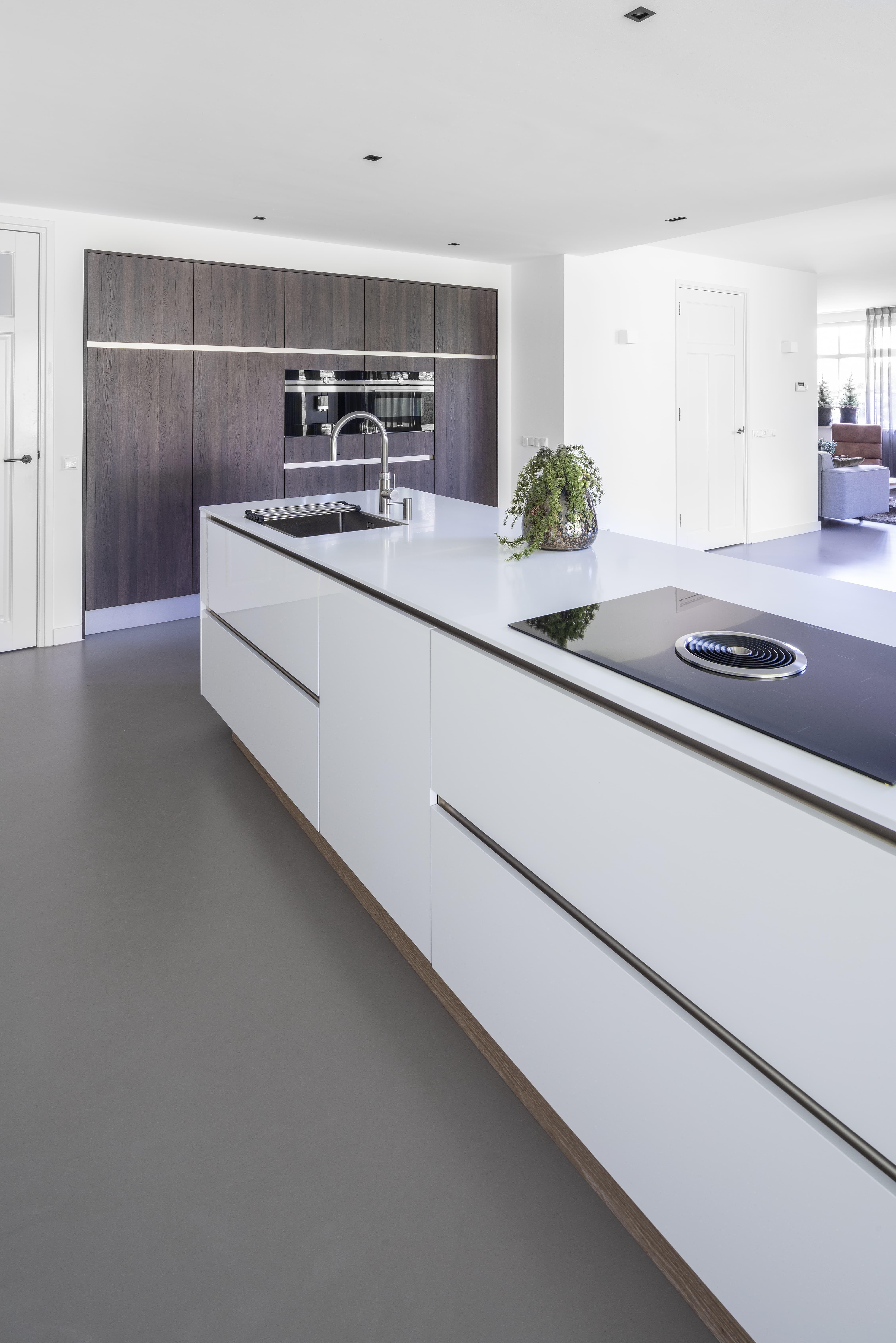 Strakke En Moderne Keuken Met Kookeiland Keuken Met Kookeiland Moderne Keuken Keuken Ontwerpen