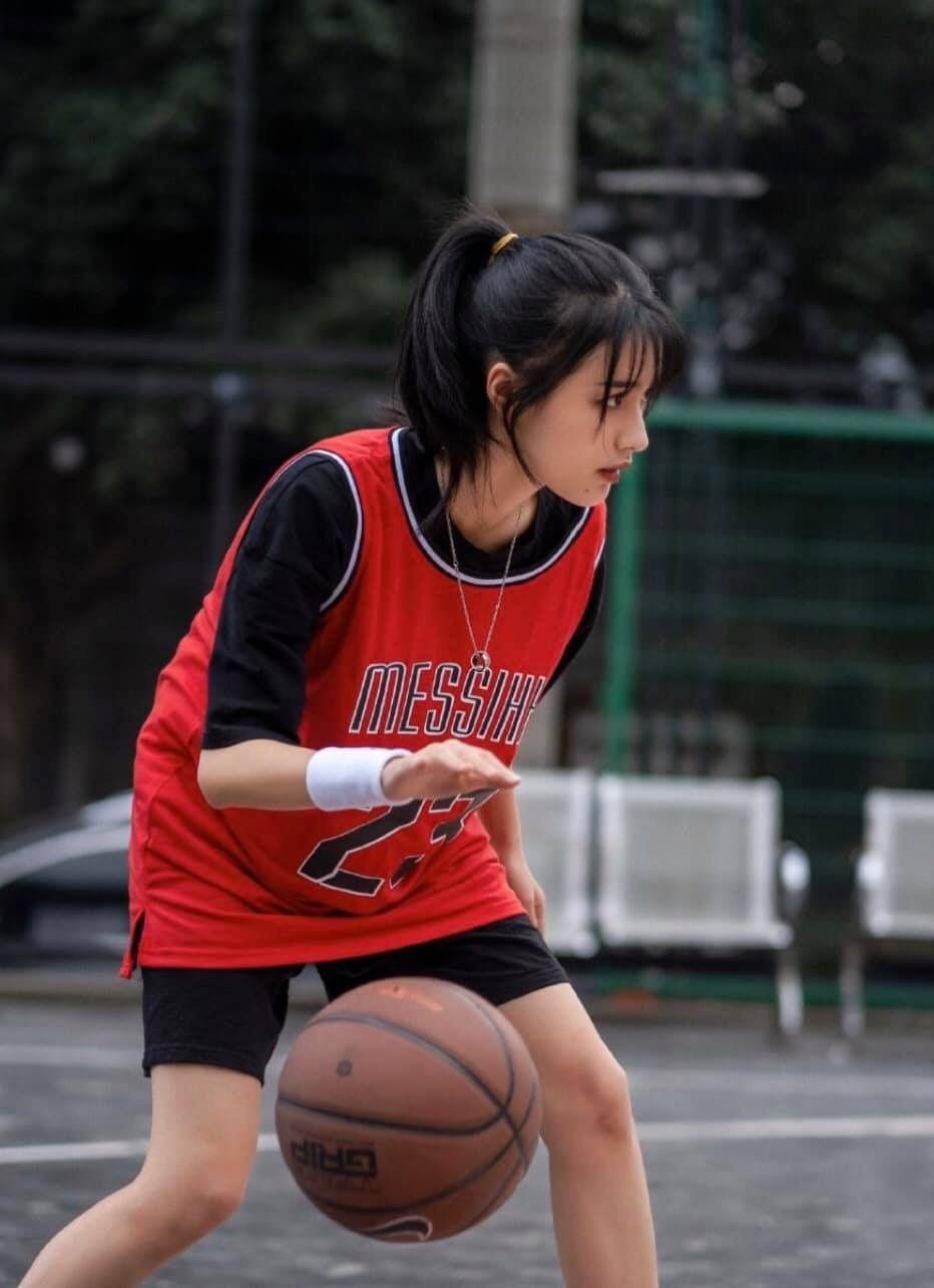 Gambar Dribbling Bola Basket : gambar, dribbling, basket, 𝑂𝑟𝑖𝑔𝑖𝑛𝑎𝑙, 𝑃ℎ𝑜𝑡𝑜, 𝐹𝑜𝑙𝑙𝑜𝑤, 𝑚𝑒, 𝑓𝑜𝑟, 𝑚𝑜𝑟𝑒, Gambar, Basket,, Gadis, Imut,, Potret