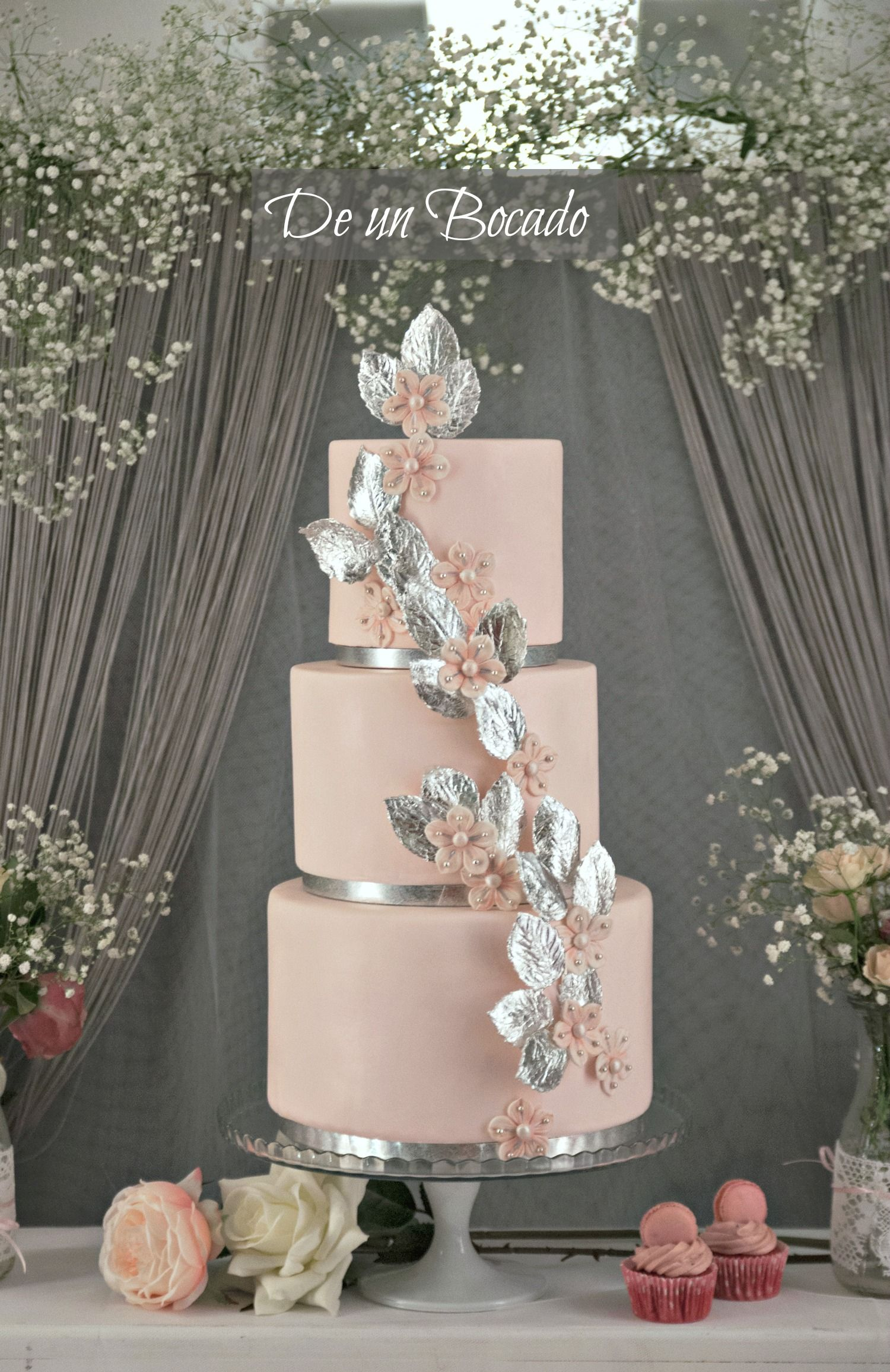 Romantic and chic wedding cake inspired on the brideus shoes bag