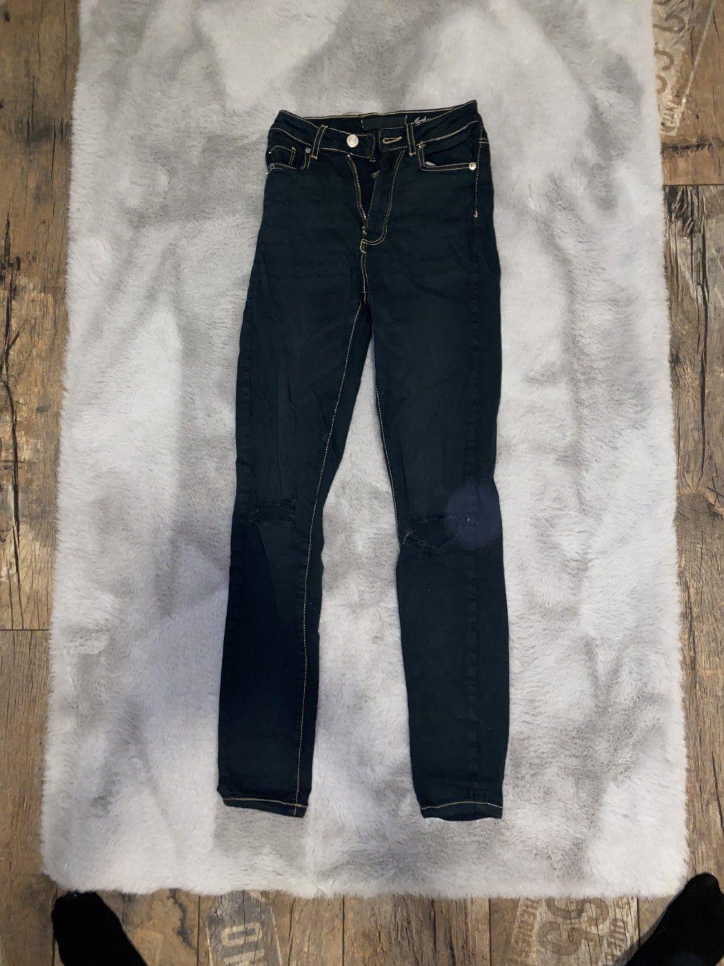 Schwarze Hight waist Jeans mit Löchern