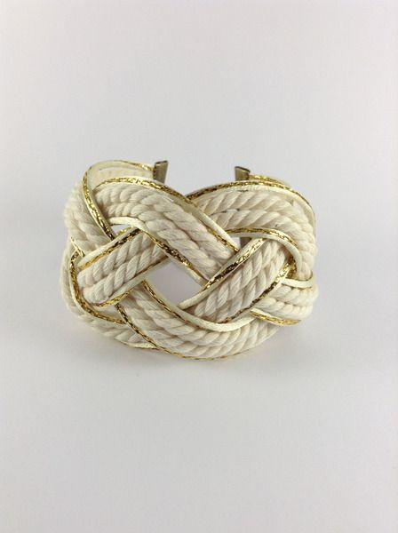 Bracelet nœud marin blanc avec liseret doré de Les Petites Betty'z  sur DaWanda.com