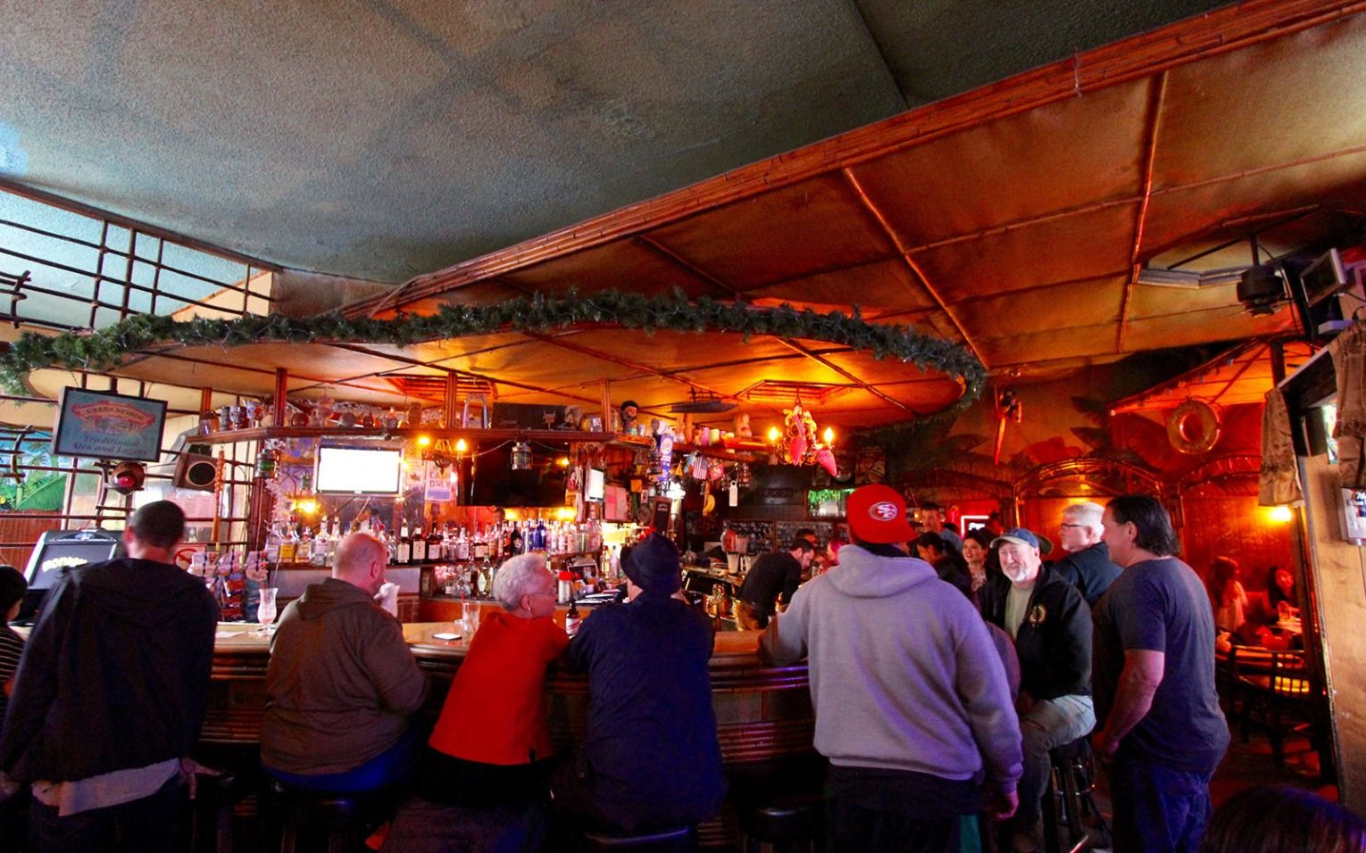 The Best Dive Bars In 10 Cities Around The World Dive Bar Boozy Brunch Fun Cocktails