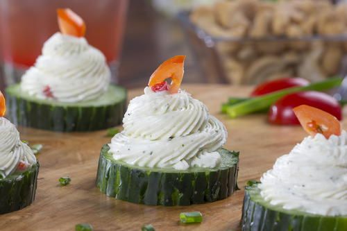 Here's a bite-sized idea for your next garden party or backyard bash. These Cucumber Ranch Bites are easy to throw-together at a moment's notice, 'cause there's no cooking involved.