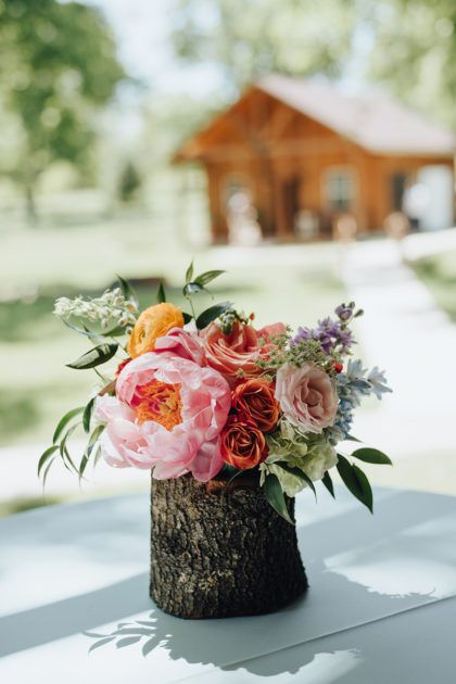 Madeline Rehm And Colin Price S Rustic Vintage Dfw Wedding At The Orchard Dfw Wedding Floral Wedding Wedding Flowers