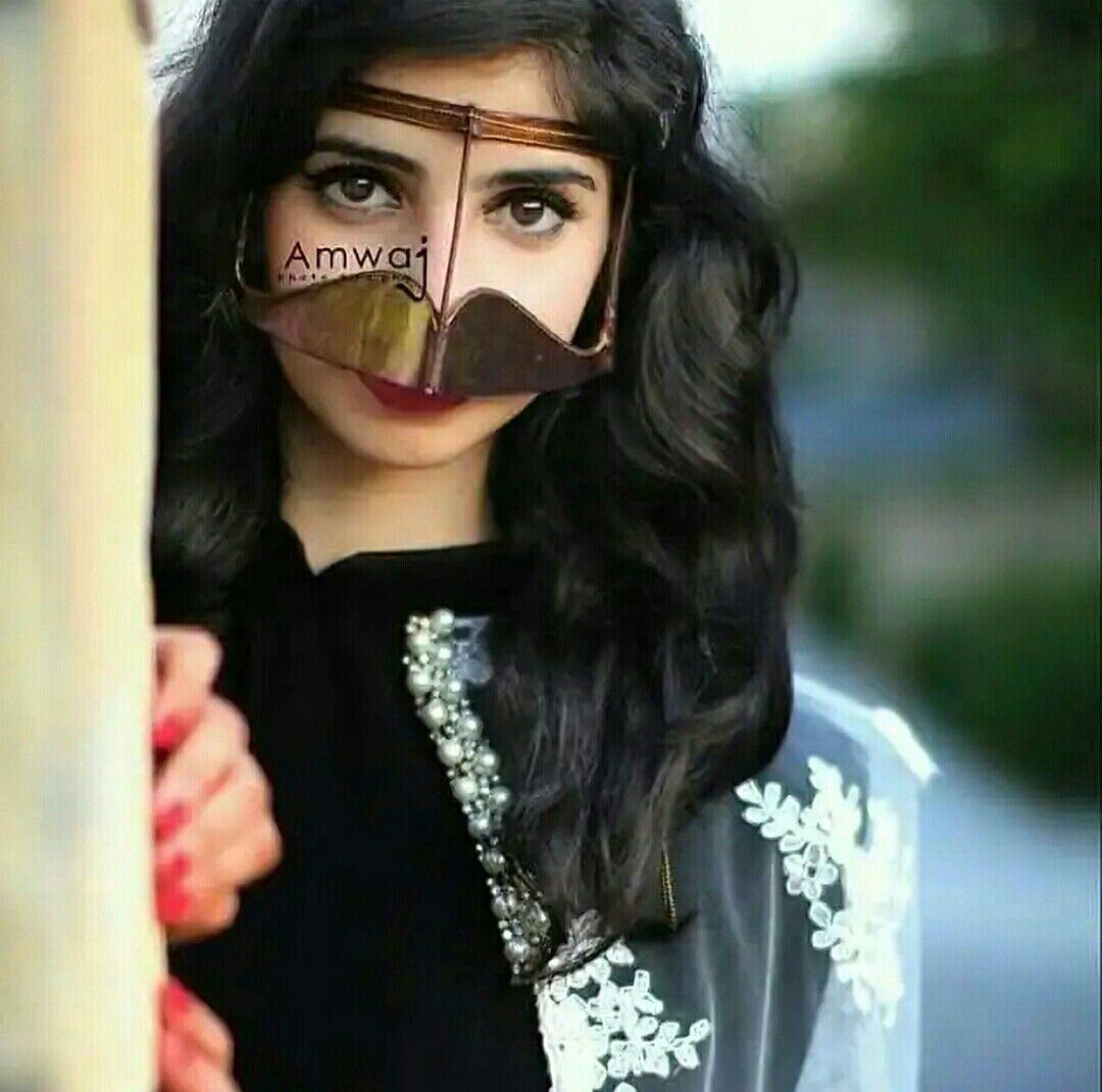 اللي شاف عيونش يالجنوبيه ذاب بسحرش يذوق بقربك حلو الليالي وصافي عسلها لو ترفعي البرقع وتكشفي عن خدش تطايحوا روؤ Photography Poses Women Beauty Arab Beauty