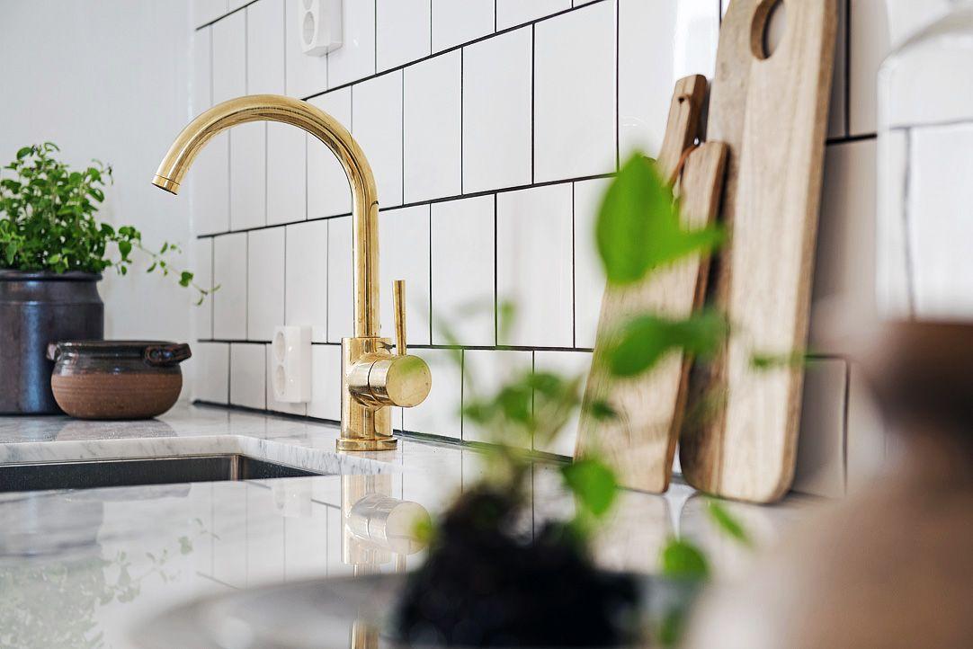 Ideer til indretning af køkkenet med en blanding af marmor, messing ...