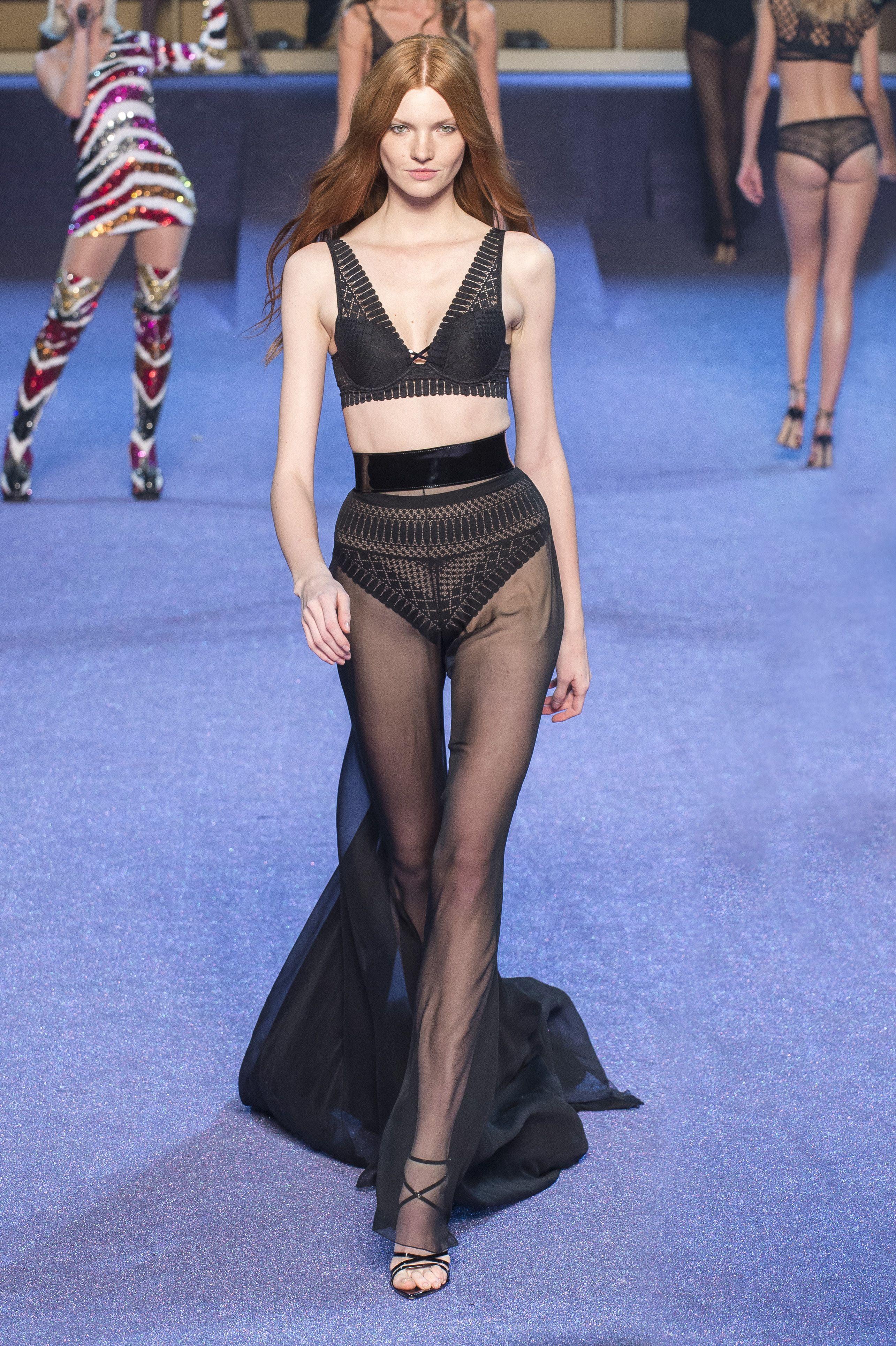 d9adad3fc0 Défilé Etam Lingerie Prêt-à-porter printemps-été 2019 Femme Womenswear Etam  Lingerie SS19 Paris Fashion Week