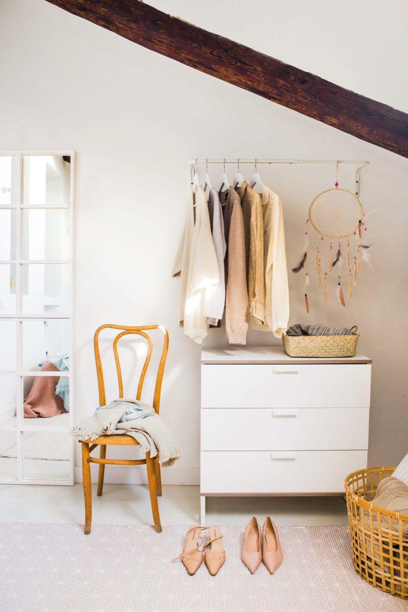 pisos pequeños mini casas mini aticos estilo nórdico madrid diseño interiores decoración espacios pequeños decoración en blanco decoración áticos decoración amarillo