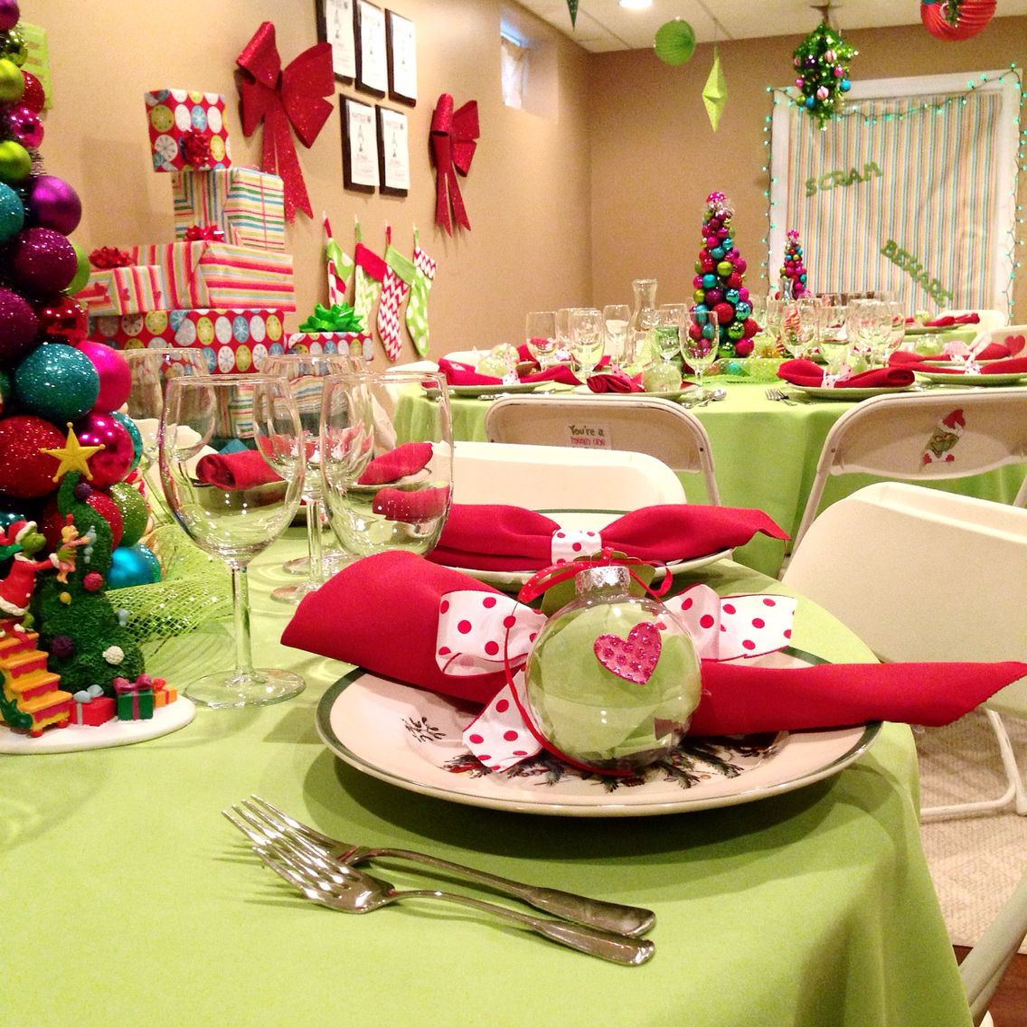 how the grinch stole christmas party theme - The Grinch Themed Christmas Decorations