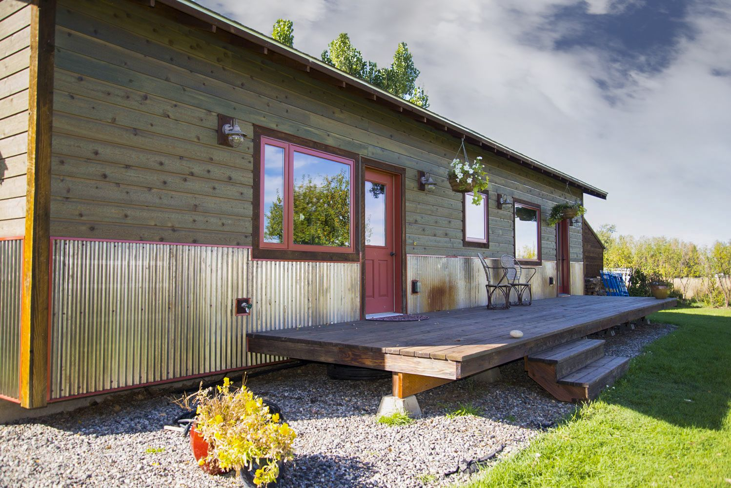 Love This Corrugated Weathering Steel Accent On This Cute Home Mobile Home Exteriors Mobile Home Siding House Exterior