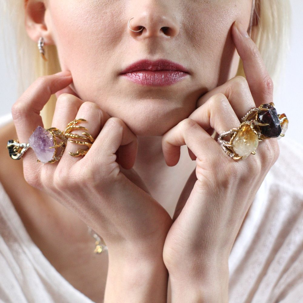 Gold Pigeon Grasp Claw Ring