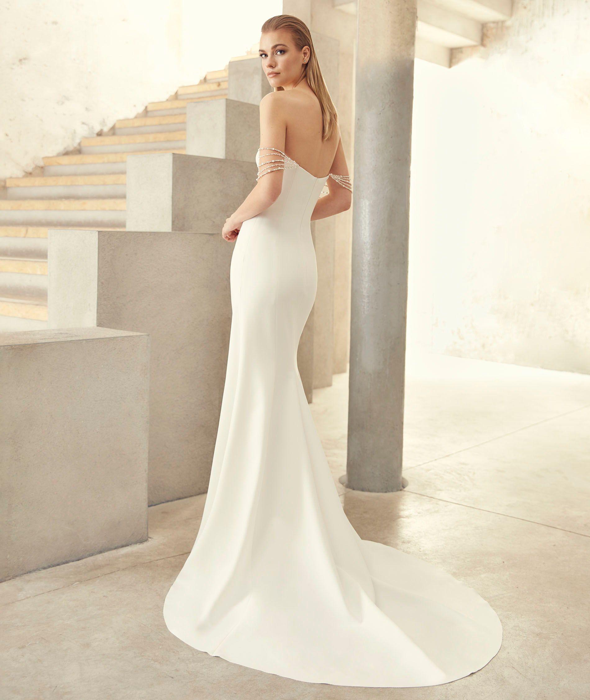 Diane Gown New At Jessica Haley Bridal In Rye Ny Wedding Dresses Mermaid Wedding Dress Wedding Dress Shopping [ 2255 x 1900 Pixel ]