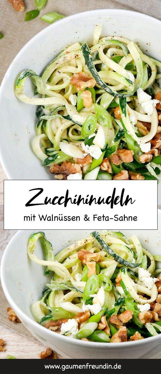 Leckere Low Carb Zucchini-Spaghetti mit Fetasahne und Walnüssen