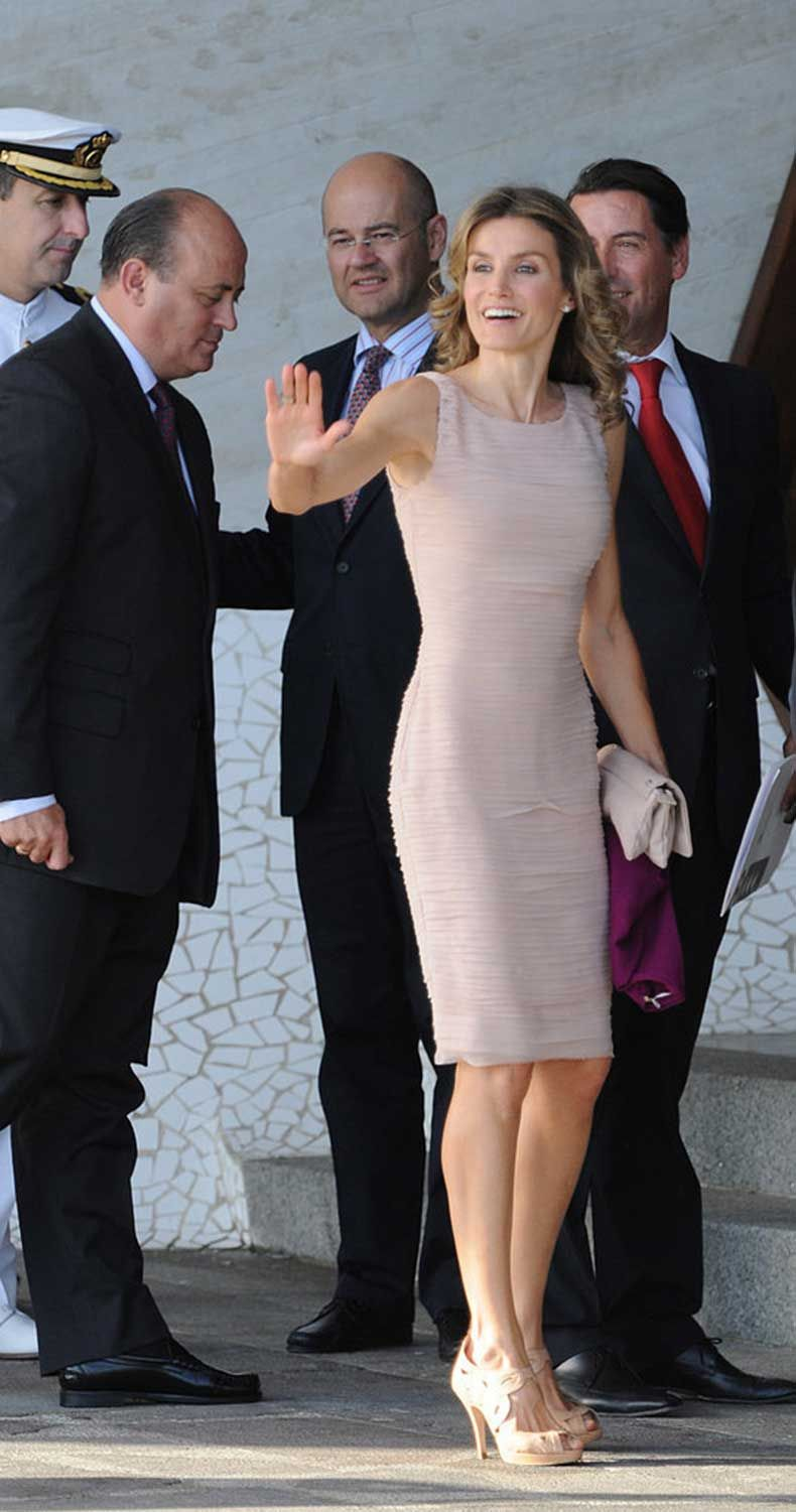 When-She-Wore-Perfect-Sheath-Dress