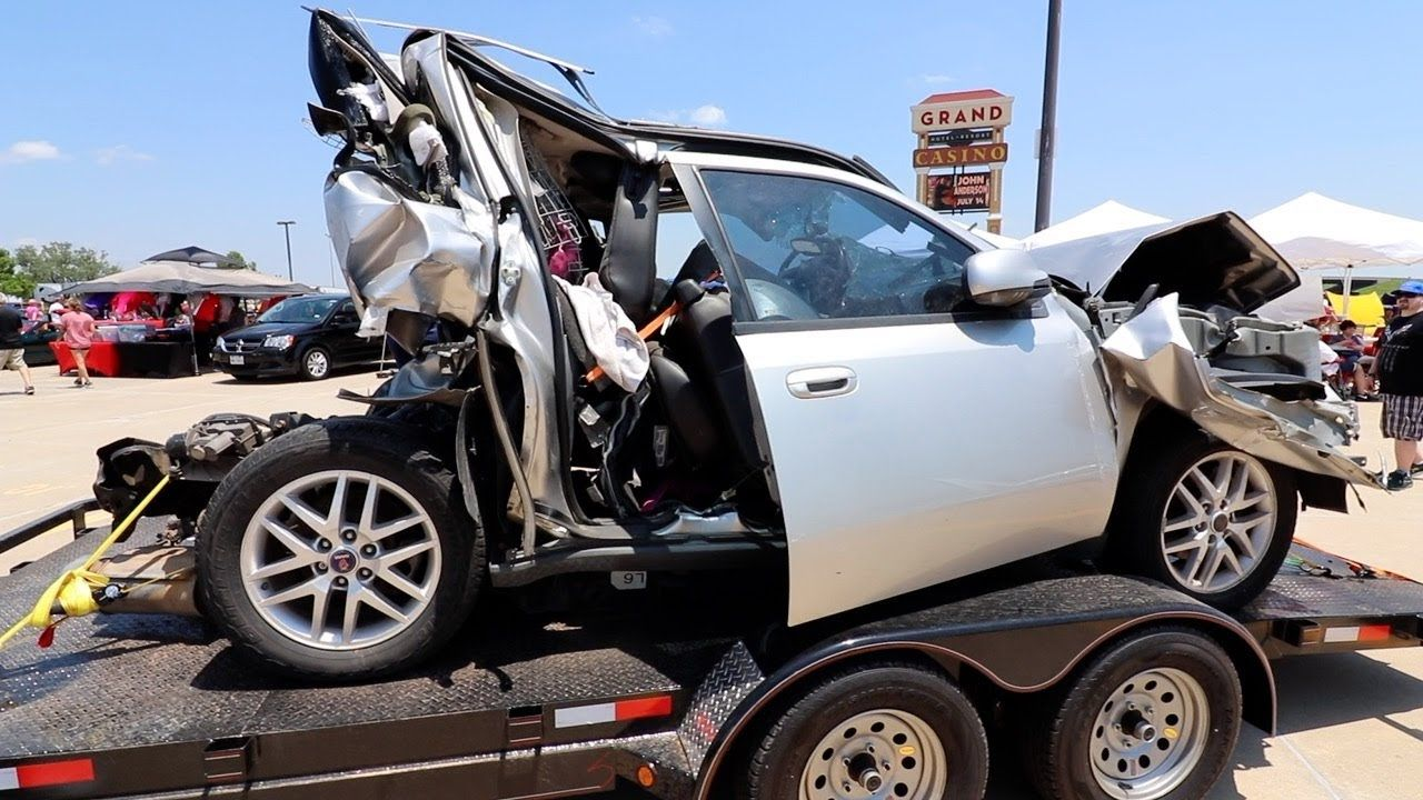 Sell Wrecked Cars   Texting while driving, Auto body shop, Sell car